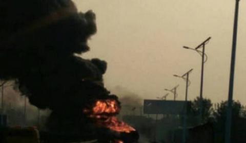 济南高速4车追尾油罐车着火  浓烟滚滚伤亡情况不明