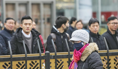 南京市民国家公祭日驻立街头默哀